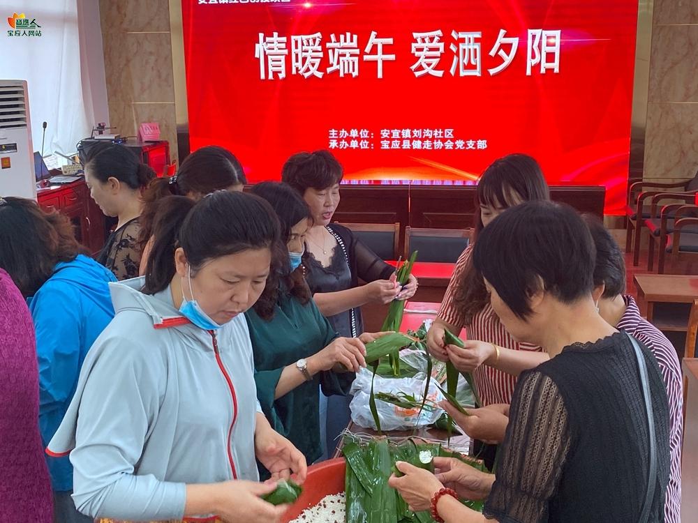 刘沟社区:情温端午 爱洒夕阳
