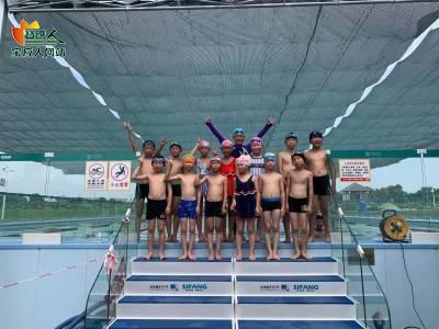 荷园温泉游泳馆中小学生暑期游泳培训班部分学员圆满结业